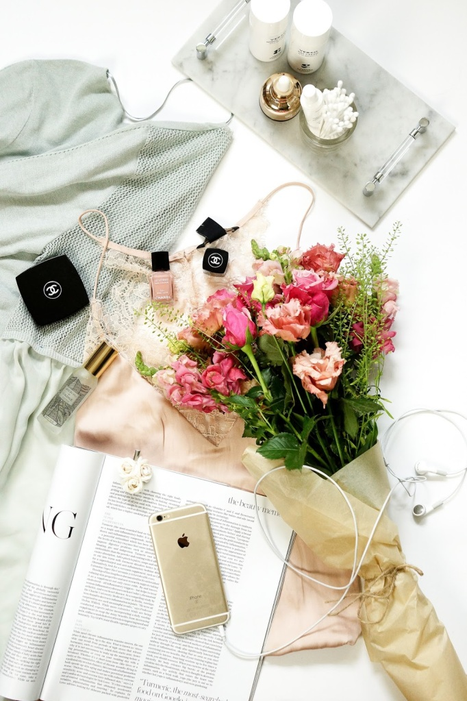 Barely-There-Beauty-blog-10-things-3-lifestyle-flatlay-photography-1